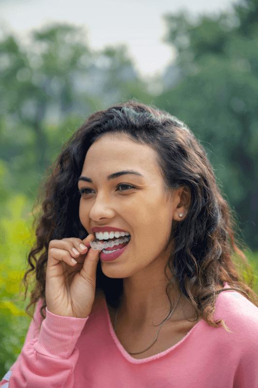 chica joven ortodoncia invisible